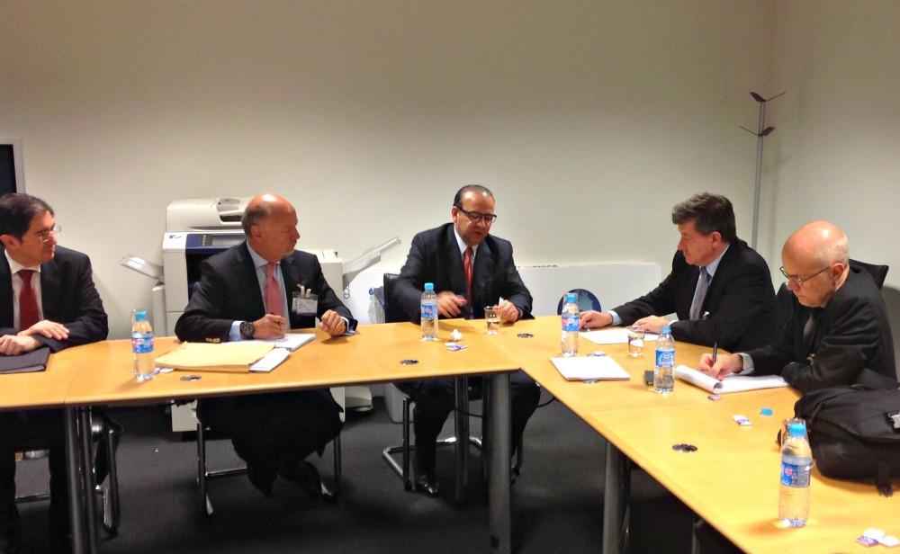 El Secretario del Trabajo con el Secretario General de la OCDE y el Director General de la OIT 5jpg