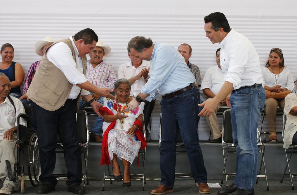FOTO 3 El secretario Jos  Antonio Meade en el marco de su gira de trabajo por el estado de Campechejpg