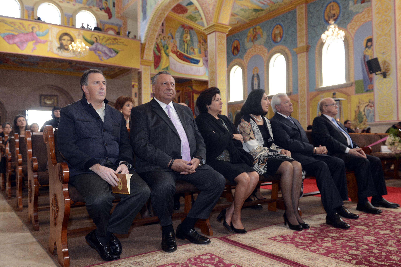 FOTO 1 El secretario Jos  Antonio Meade asisti  a la ceremonia religiosa del Onom stico y Cincuenta Aniversario de Ordenaci n Episcopal del Arzobispo Antonio Chedrauijpg