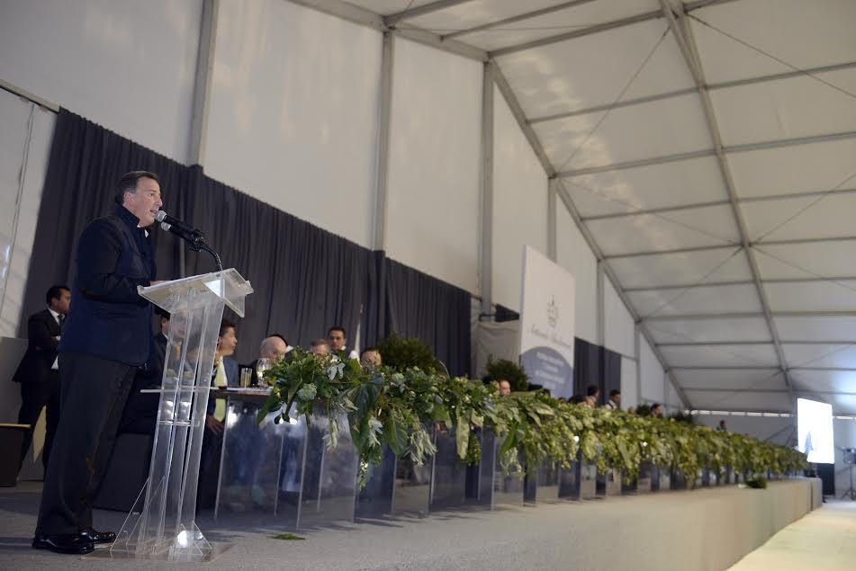 FOTO 3 El secretario Jos  Antonio Meade asisti  a la ceremonia religiosa del Onom stico y Cincuenta Aniversario de Ordenaci n Episcopal del Arzobispo Antonio Chedrauijpg