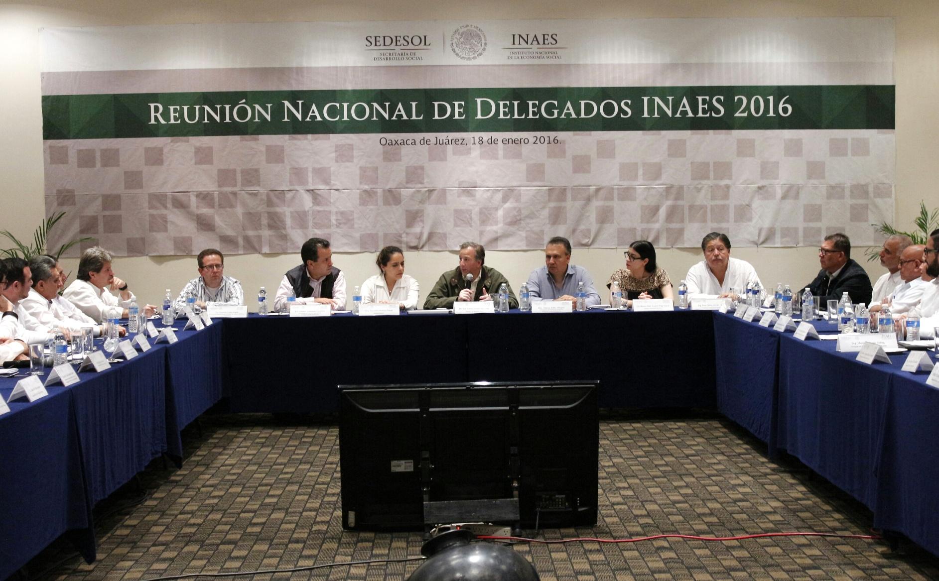 FOTO 3 El titular de la Secretar a de Desarrollo Social realiz  una gira de trabajo por el estado de Oaxaca  donde se reuni  con delegados del INAES.jpg