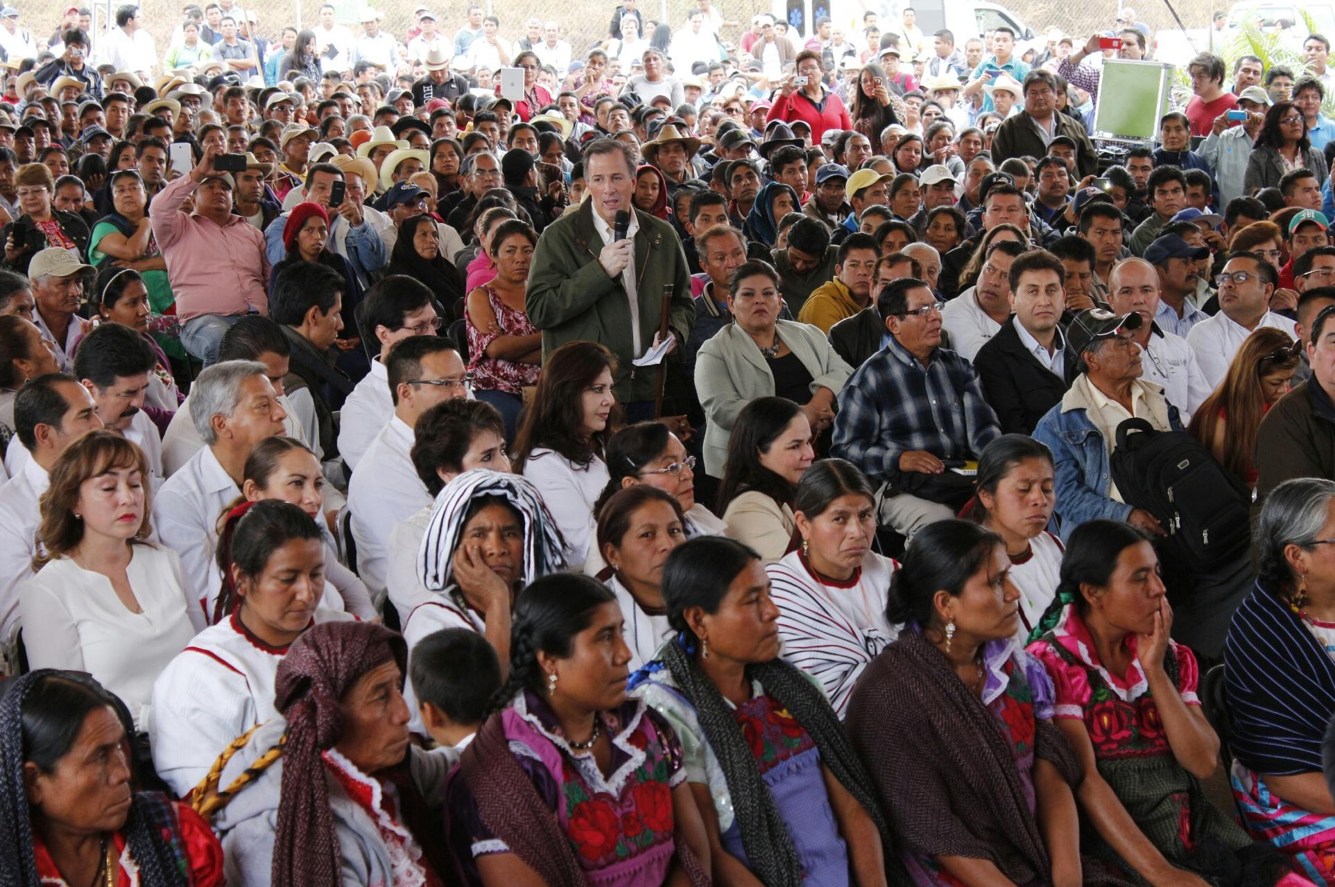 FOTO 2 El titular de la Secretar a de Desarrollo Social realiz  una gira de trabajo por el estado de Oaxaca  donde se reuni  con productores de caf  y pavo.jpg