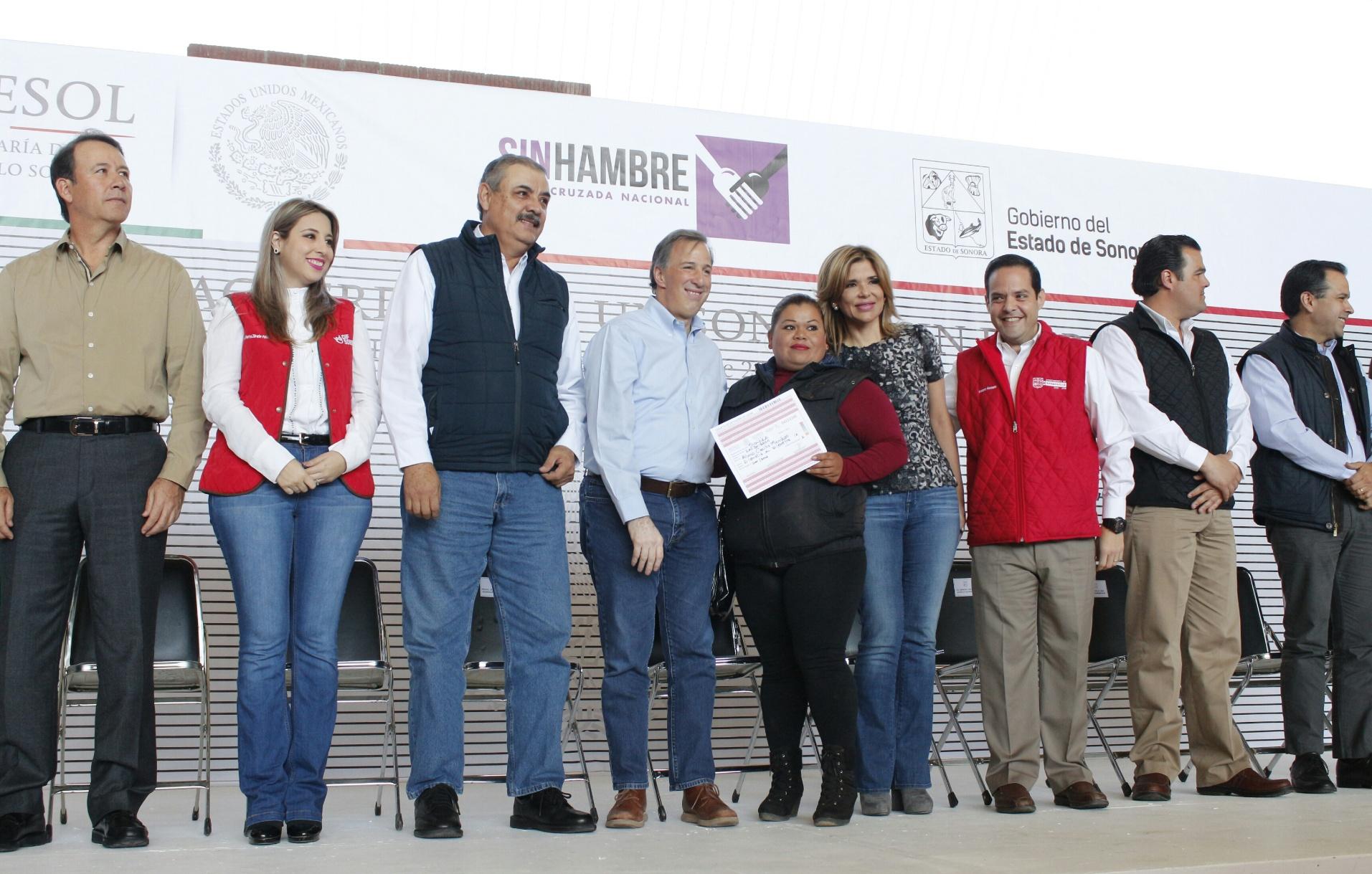 FOTO 2 Secretario Meade en el marco de su gira de trabajo por el estado de Sonora.jpg