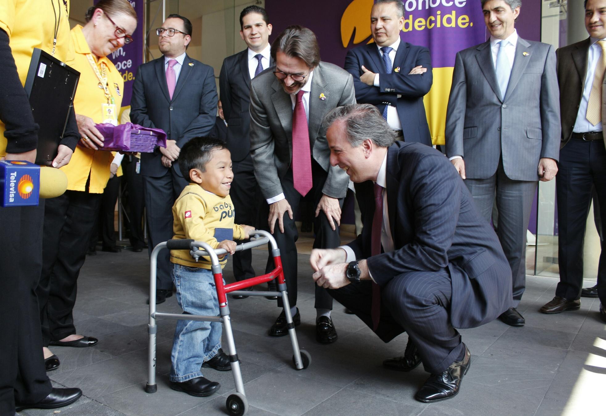 FOTO 1 Secretario Jos  Antonio Meade en el marco de la firma del Convenio Sedesol Fundaci n Telet n por un M xico sin Pobreza.jpg