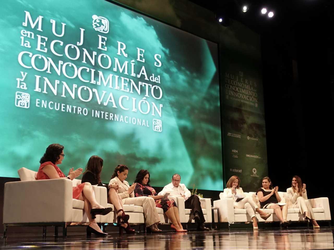 FOTO 1 El Secretario del Trabajo  Alfonso Navarrete Prida  encabez  el panel Salarios y Utilidades  Exigencia de Igualdadjpg