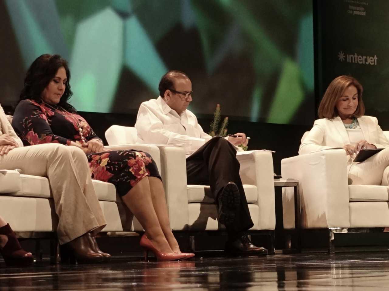 FOTO 2 El Secretario del Trabajo  Alfonso Navarrete Prida  encabez  el panel Salarios y Utilidades  Exigencia de Igualdadjpg