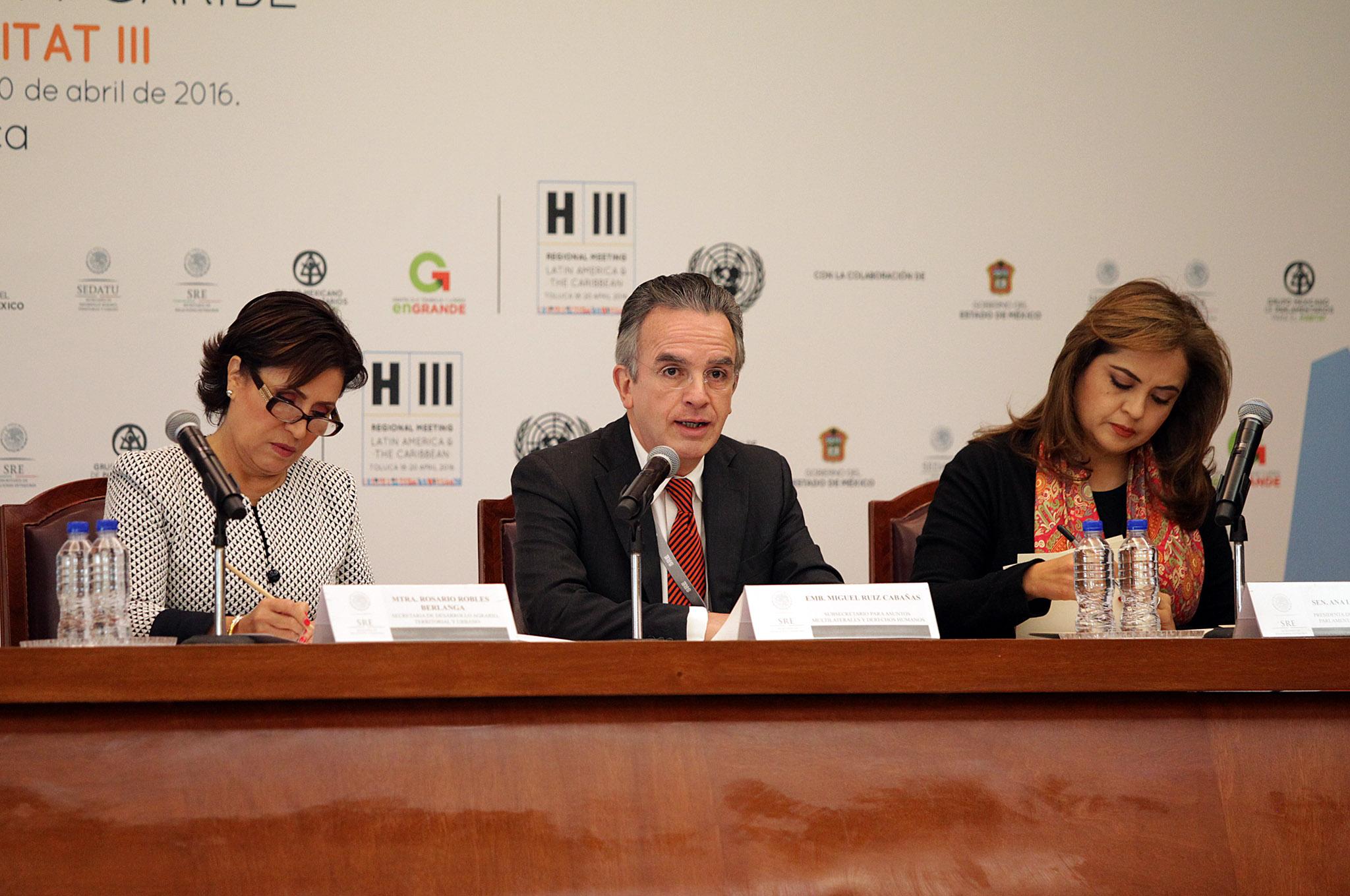 FOTO 3 Secretaria Rosario Robles Berlanga  Embajador Miguel Ruiz Caba as y la Senadora Ana Lilia Herrerajpg