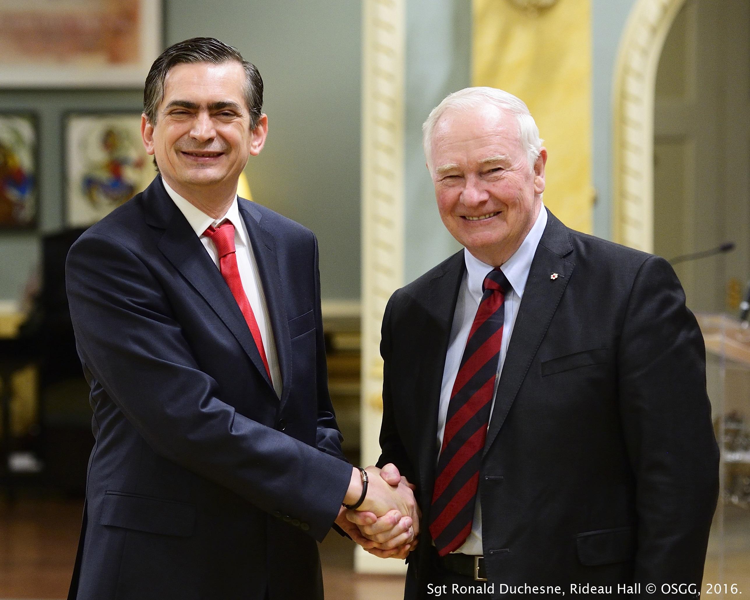 FOTO Embajador Agustin Garcia Lopez Loaeza y el Gobernador General de Canad   David Johnstonjpg