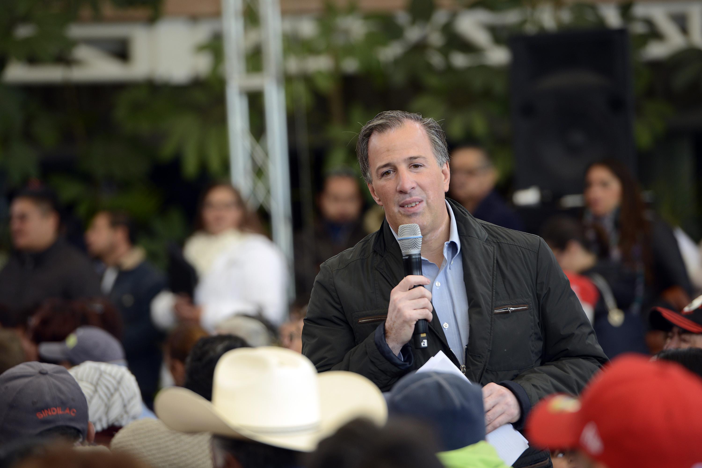 FOTO 2 El titular de la Sedesol realiz  una gira de trabajo por Aguascalientes  donde firm  con el gobernador Carlos Lozano el Acuerdo por un Aguascalientes sin Pobreza.jpg