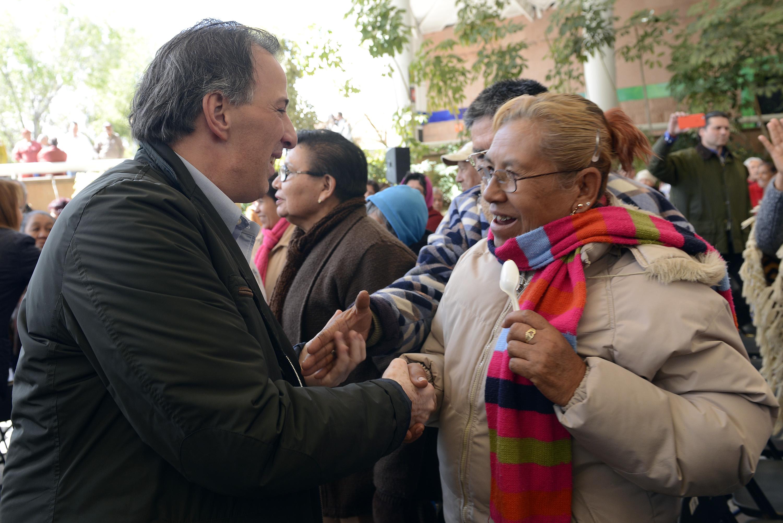 FOTO 1 El titular de la Sedesol realiz  una gira de trabajo por Aguascalientes  donde firm  con el gobernador Carlos Lozano el Acuerdo por un Aguascalientes sin Pobreza.jpg