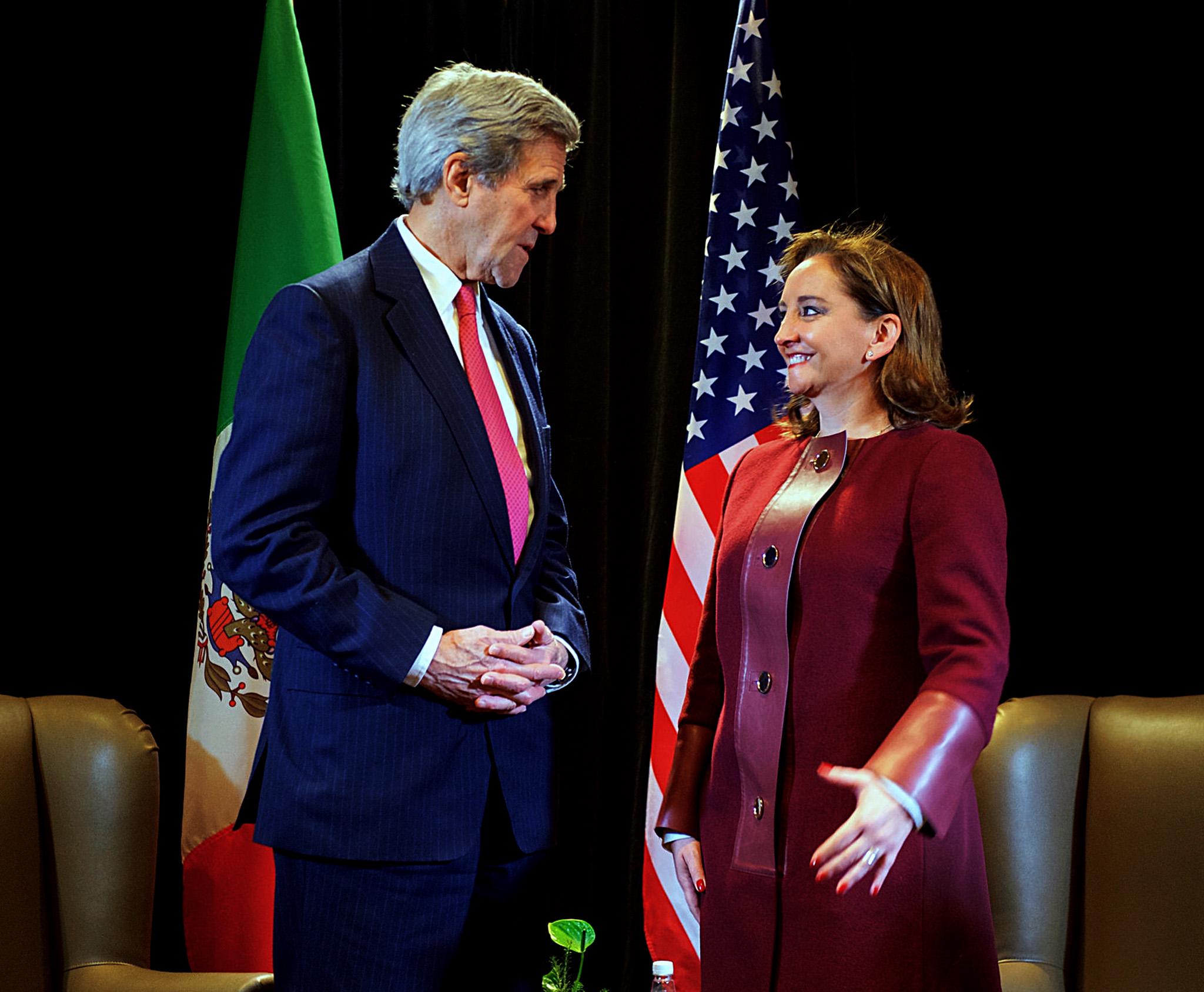 FOTO 2 Canciller Claudia Ruiz Massieu con el Secretario de Estado de Estados Unidos  John Kerry  Foto Departamento de Estado de EU jpg