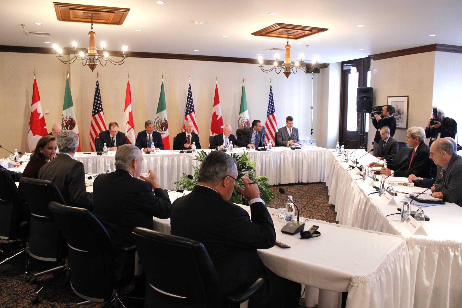 FOTO 4 Canciller Claudia Ruiz Massieu en la sesi n de trabajo trilateral con las delegaciones de Canad  y Estados Unidos  en Quebecjpg