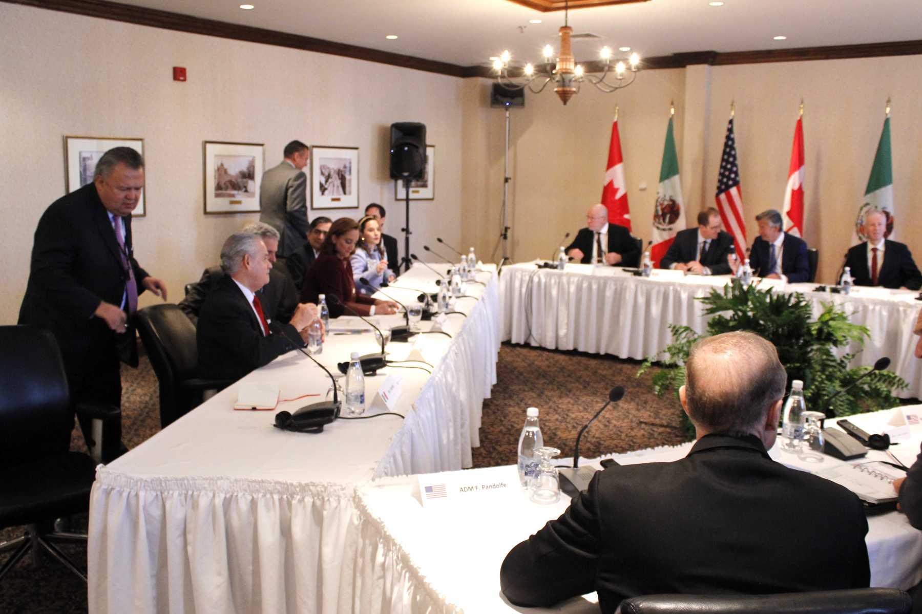 FOTO 5 Canciller Claudia Ruiz Massieu en la sesi n de trabajo trilateral con las delegaciones de Canad  y Estados Unidos  en Quebecjpg