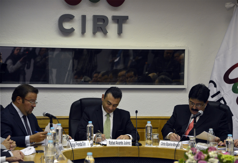 El Subsecretario Rafael Avante testigo en la firma del acuerdo incremento salarial a trabajadores de la radio y la televisi n 11jpg