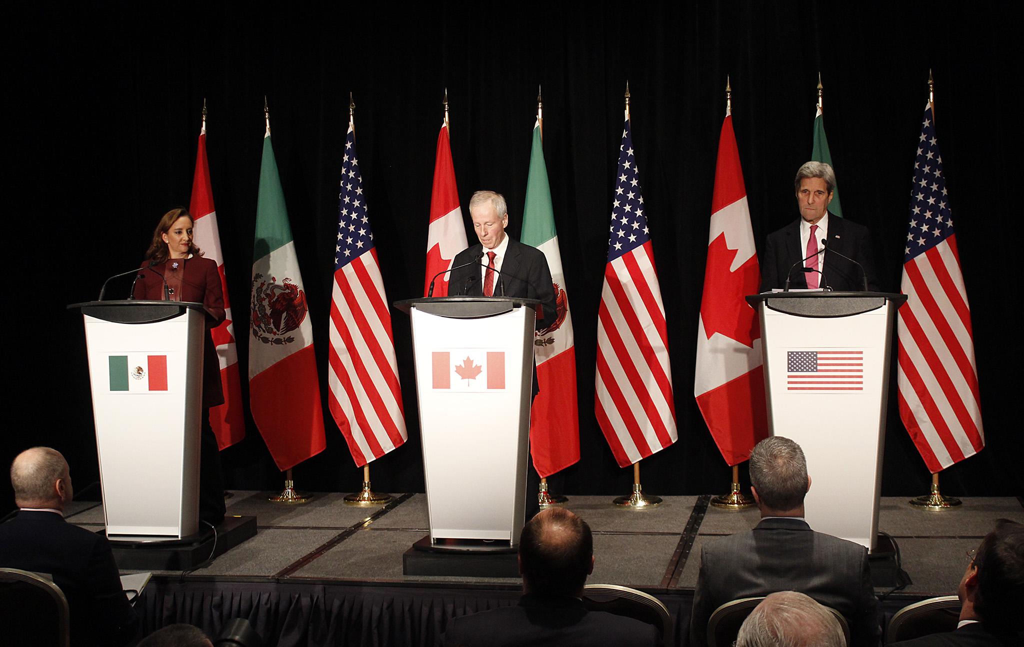 FOTO 1 Conferencia de la Canciller Claudia Ruiz Massieu con sus hom logos de Estados Unidos y Canad   John Kerry y St phan Dionjpg