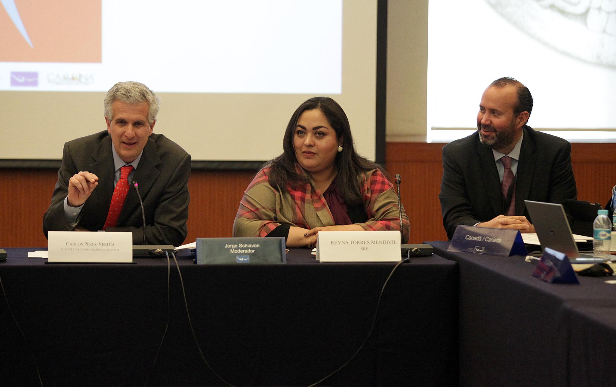 Carlos P rez Verd a y Reyna Torres en el Taller sobre atenci n consular para ni as  ni os y adolescentes migrantes no acompa ados  2 jpg