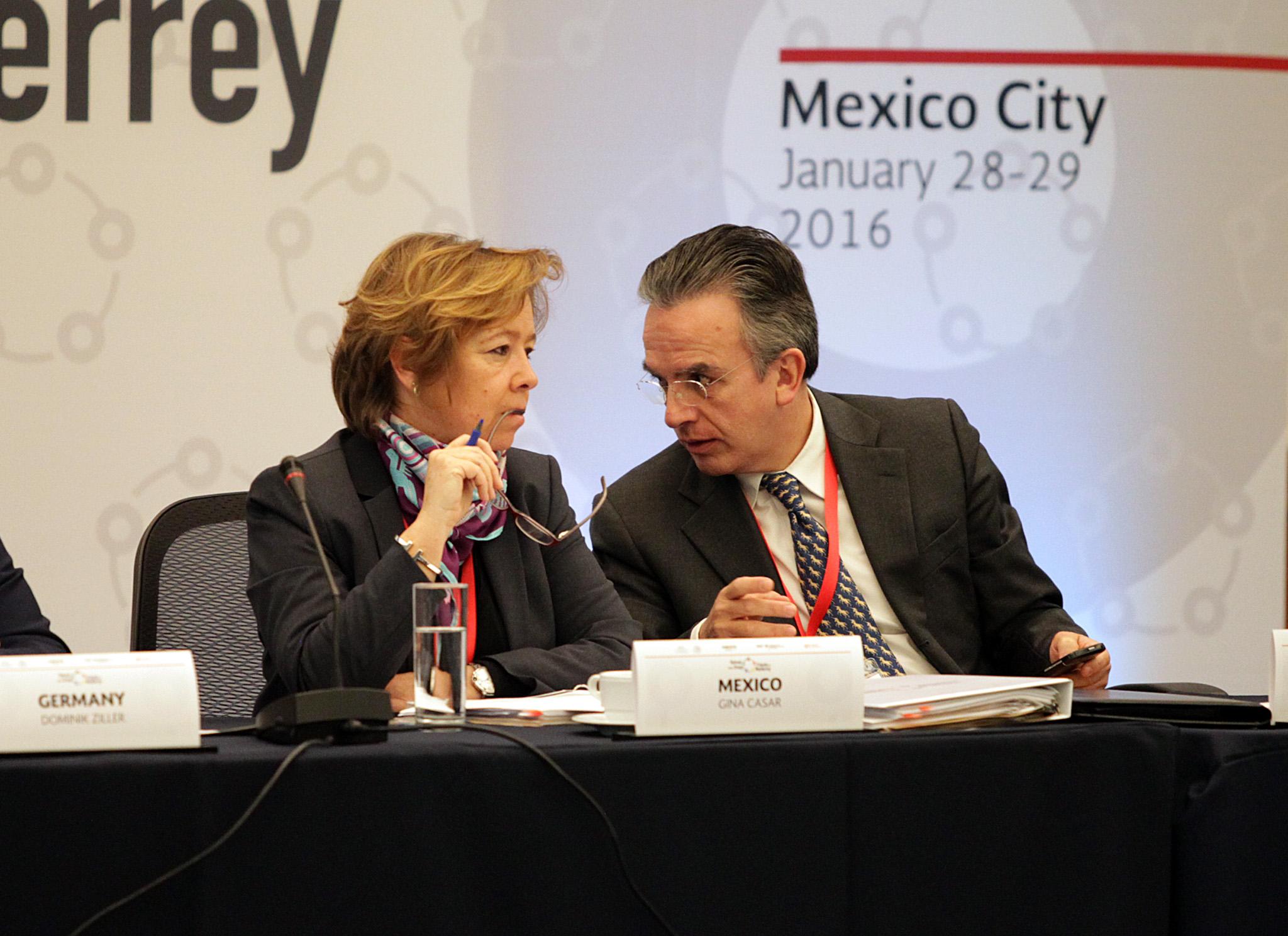 FOTO 2 Mar a Eugenia Casar P rez  Directora de la AMEXCID  y el Embajador Miguel Ruiz Caba asjpg