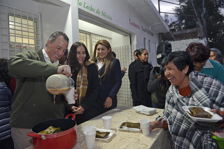 FOTO 4 Secretario Meade durante su visita a una lecher a de Liconsa en la Ciudad de M xicojpg
