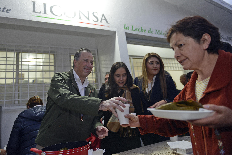 FOTO 5 Secretario Meade durante su visita a una lecher a de Liconsa en la Ciudad de M xicojpg