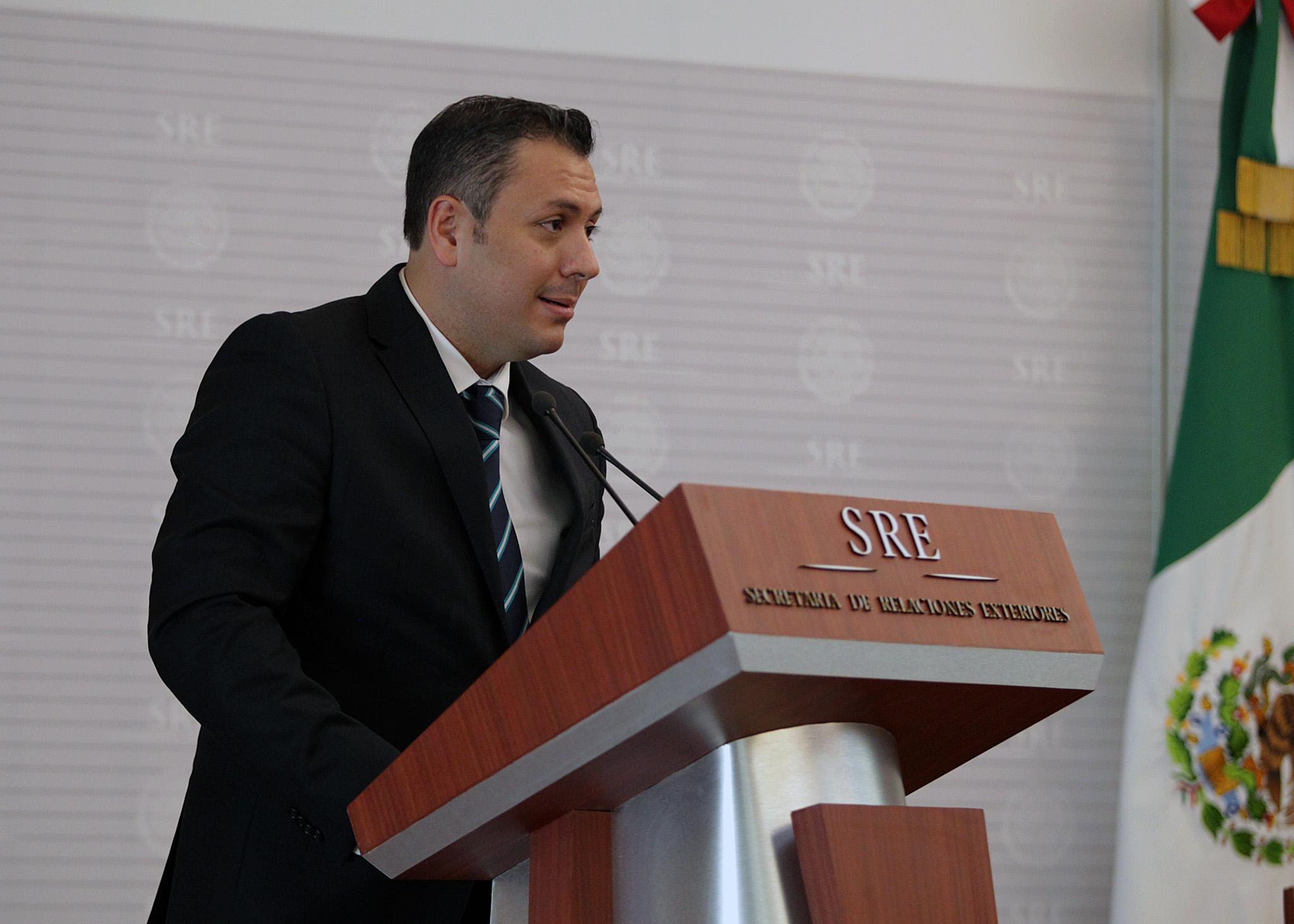 FOTO 3 Marco Antonio Garc a Castro  Oficial Mayor de la SREjpg