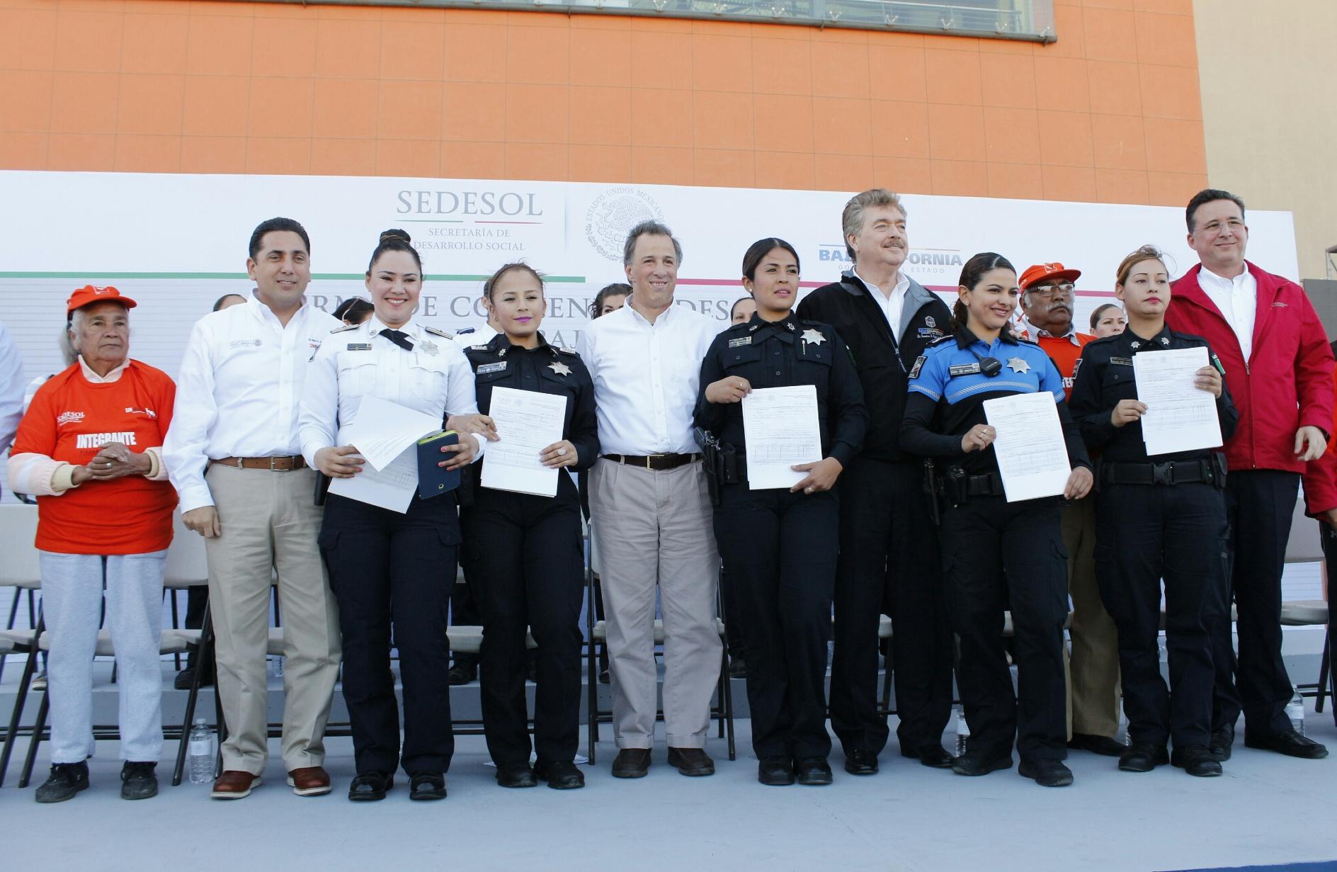 FOTO 1 En Tijuana  el titular de Sedesol firm  el Acuerdo por un Baja California sin Pobreza.jpg