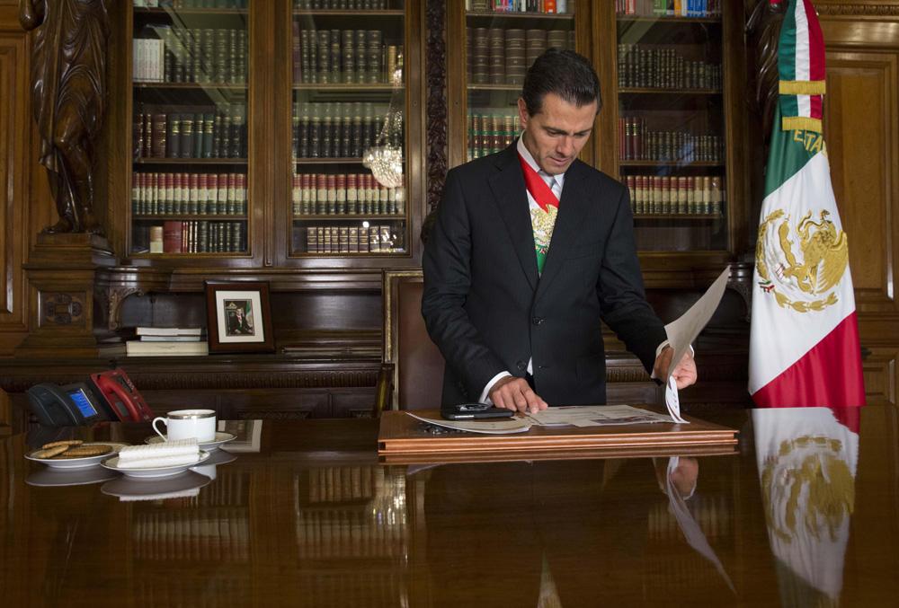 Presidente Enrique Peña Nieto antes de salir a su Tercer Informe de Gobierno.