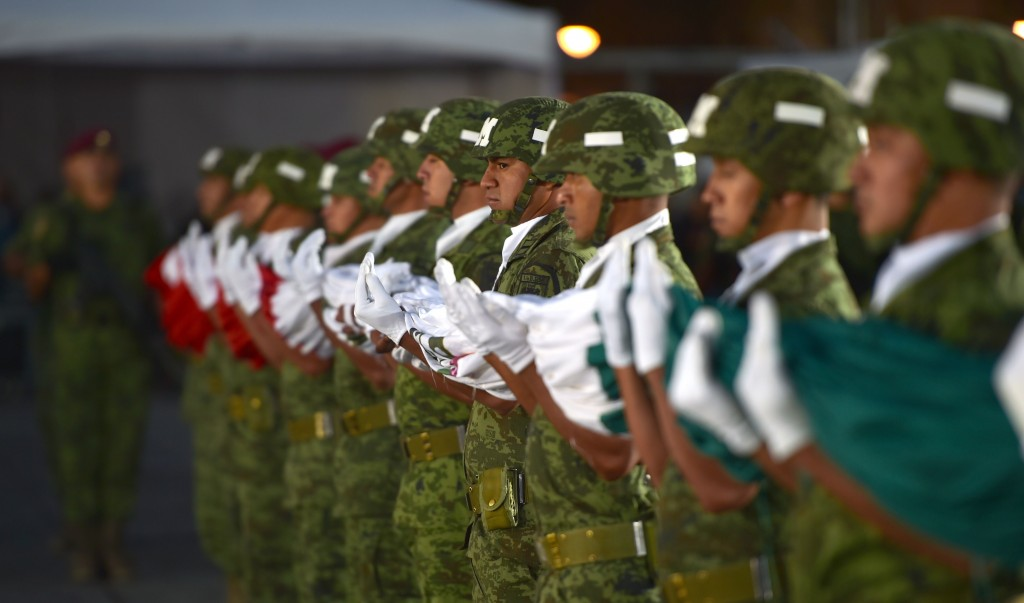 Izamiento de la Bandera Nacional. (Foto: Presidencia de la República)