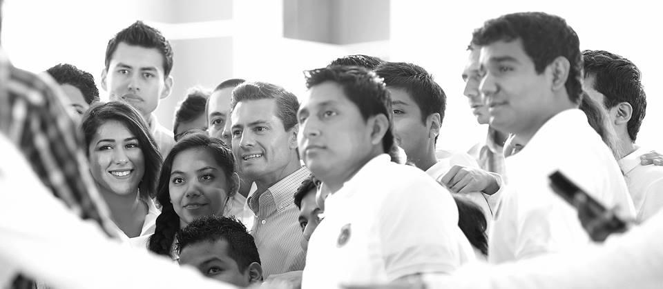 Encuentro con estudiantes en el Instituto Tecnológico Superior (Foto: Presidencia de la República)