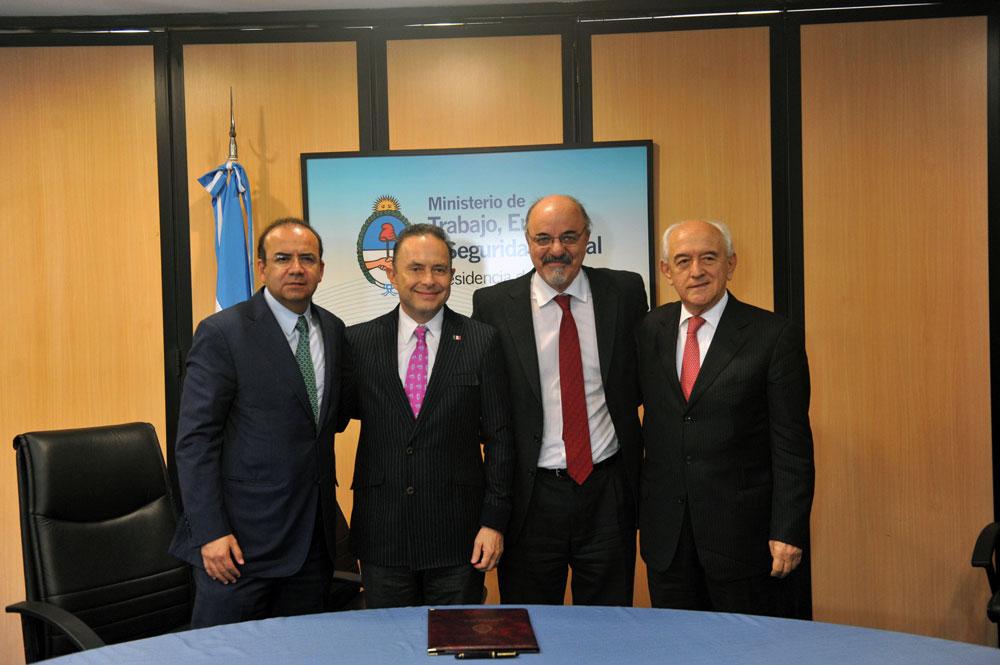 El Secretario del Trabajo y Previsión Social, Alfonso Navarrete Prida, acompañado por los Ministros de Trabajo y Empleo de Argentina, Carlos Alfonso Tomada, y de Brasil, Manoel Días.