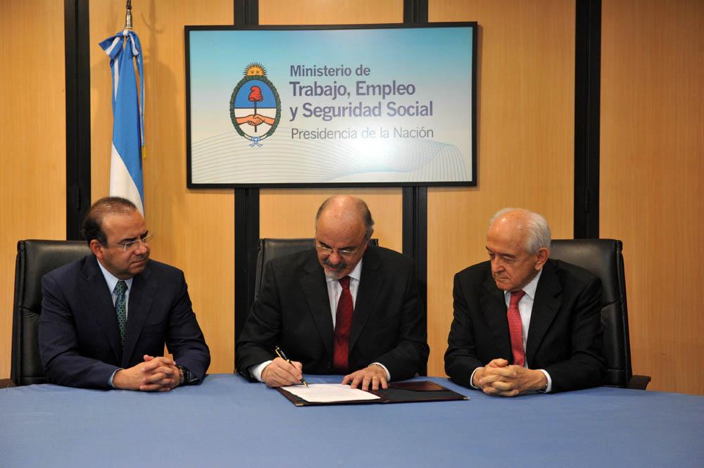 El titular de la STPS y sus colegas argentino y brasileño acordaron, particularmente, la creación de un Grupo especial de gestión política y diplomática bajo los principios de este nuevo diálogo social en materia laboral, impulsado por México.