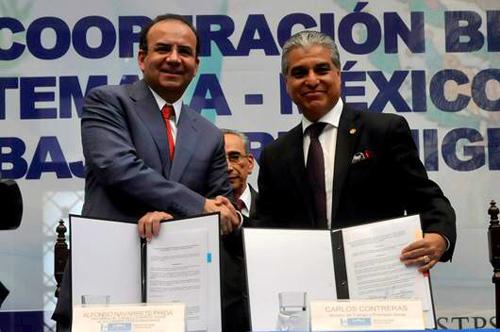 Firman México y Guatemala acuerdo de cooperación en favor de trabajadores migrantes.