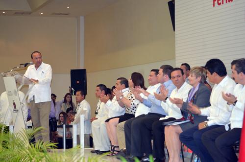 El Secretario del Trabajo, Alfonso Navarrete Prida, al poner en marcha la Feria de Empleo para Trabajadores Temporales con Visa H2 en Culiacán, Sinaloa.