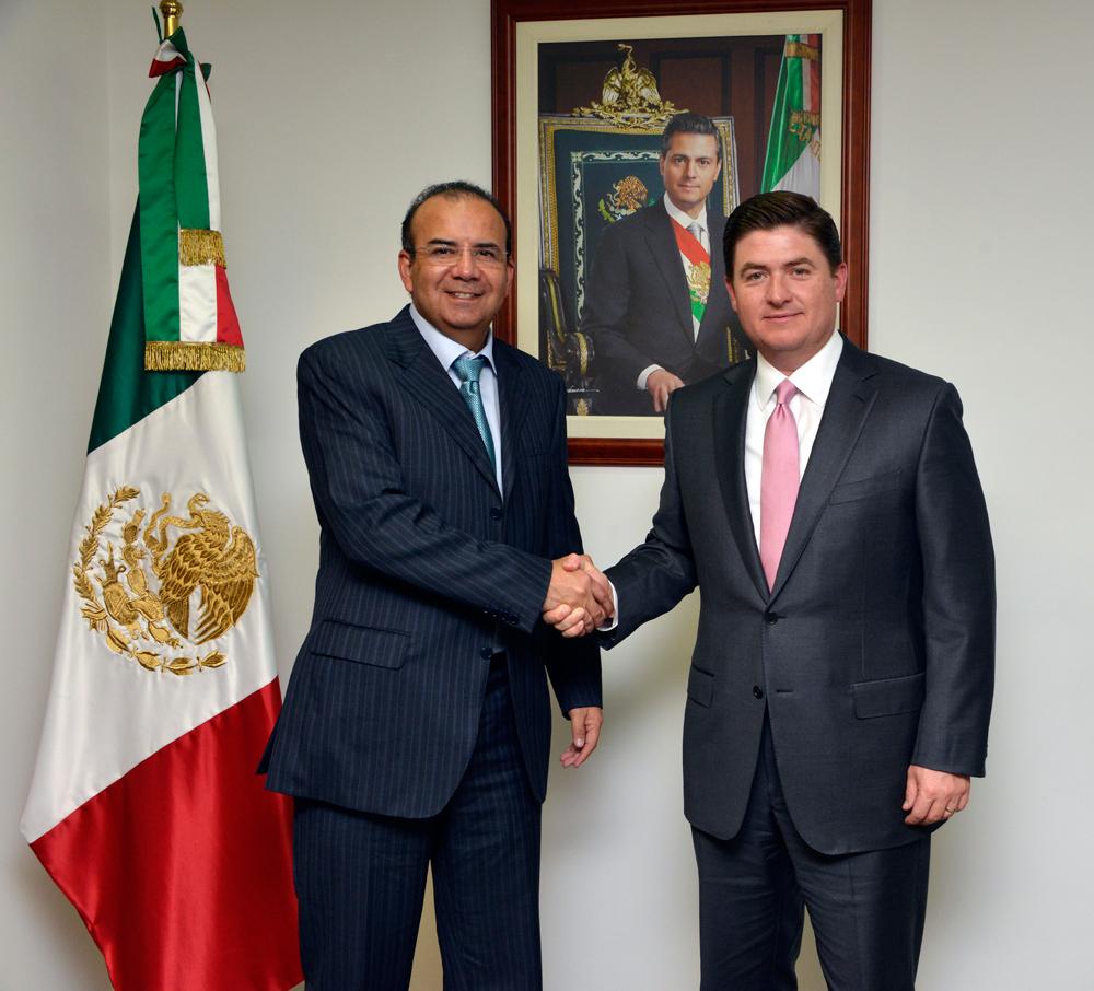 El Secretario del Trabajo y Previsión Social, Alfonso Navarrete Prida, y el Gobernador de Nuevo León, Rodrigo Medina de la Cruz, destacaron la importancia de impulsar la productividad laboral.