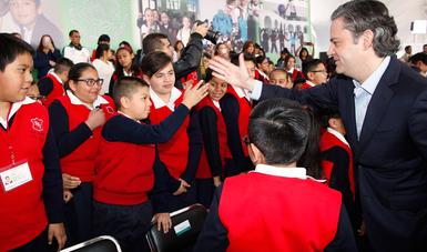 Firman secretarios de Gobernación y de Educación Pública, SNTE, gobernadores y Conapase Plan para la Convivencia Escolar y Prevención de la Violencia