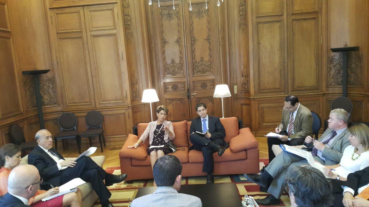 La doctora Mercedes Juan, Secretaria de Salud, se reunió con el Secretario General de la OCDE, José Ángel Gurría