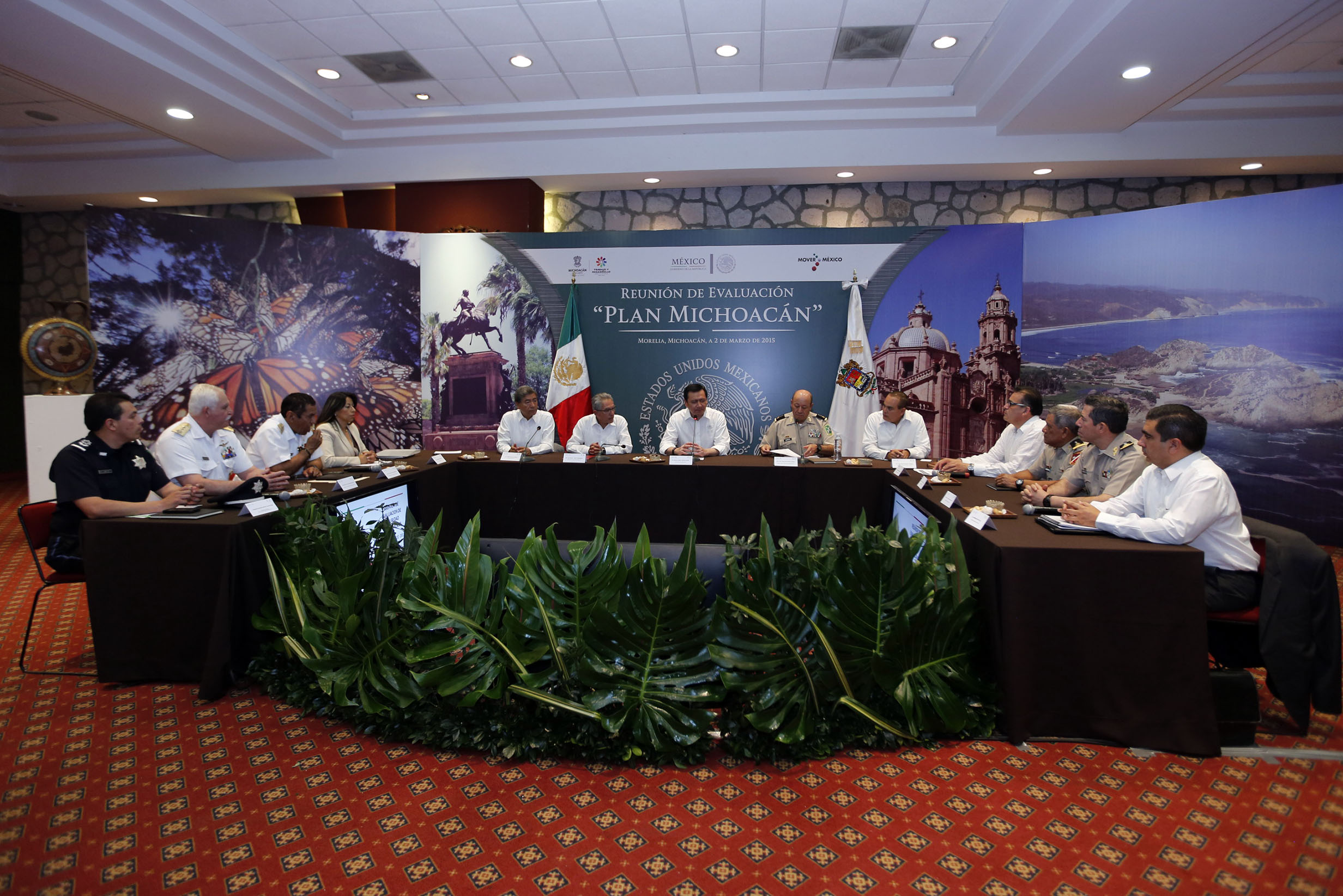 El Secretario de Gobernación, Miguel Ángel Osorio Chong, encabeza la Reunión de Evaluación Plan Michoacán en Morelia, Michoacán, para analizar los avances alcanzados con las estrategias implementadas en el estado.