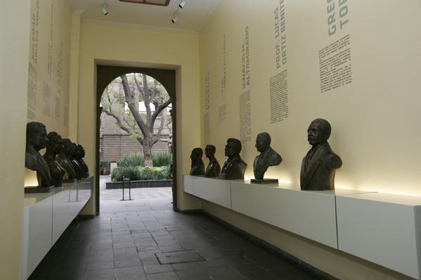Pasaje de los Maestros Mexicanos ubicado en la Secretaría de Educación Pública