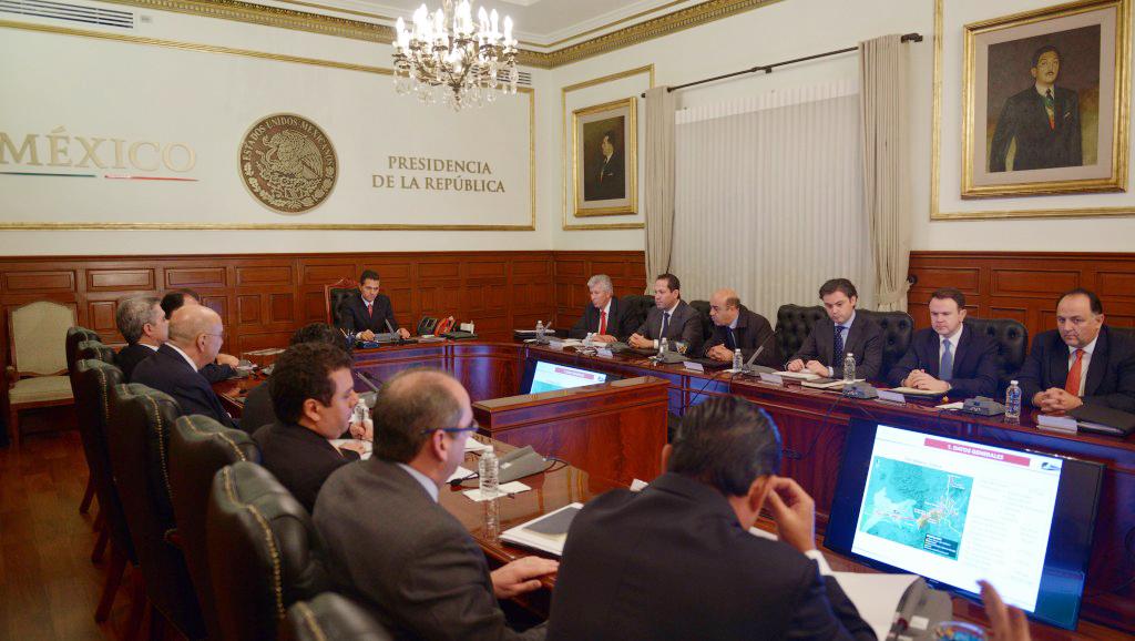 En la fotografía, el Presidente Enrique Peña Nieto encabeza una reunión con miembros de su gabinete en la Residencia Oficial de Los Pinos, entre los cuales se encuentra el titular de la SEDATU, Jesús Murillo Karam.