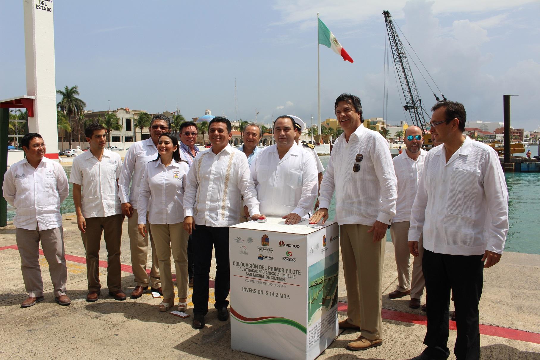 Ruiz de Teresa coloca primer pilote del atracadero anexo al muelle San Miguel de Cozumel