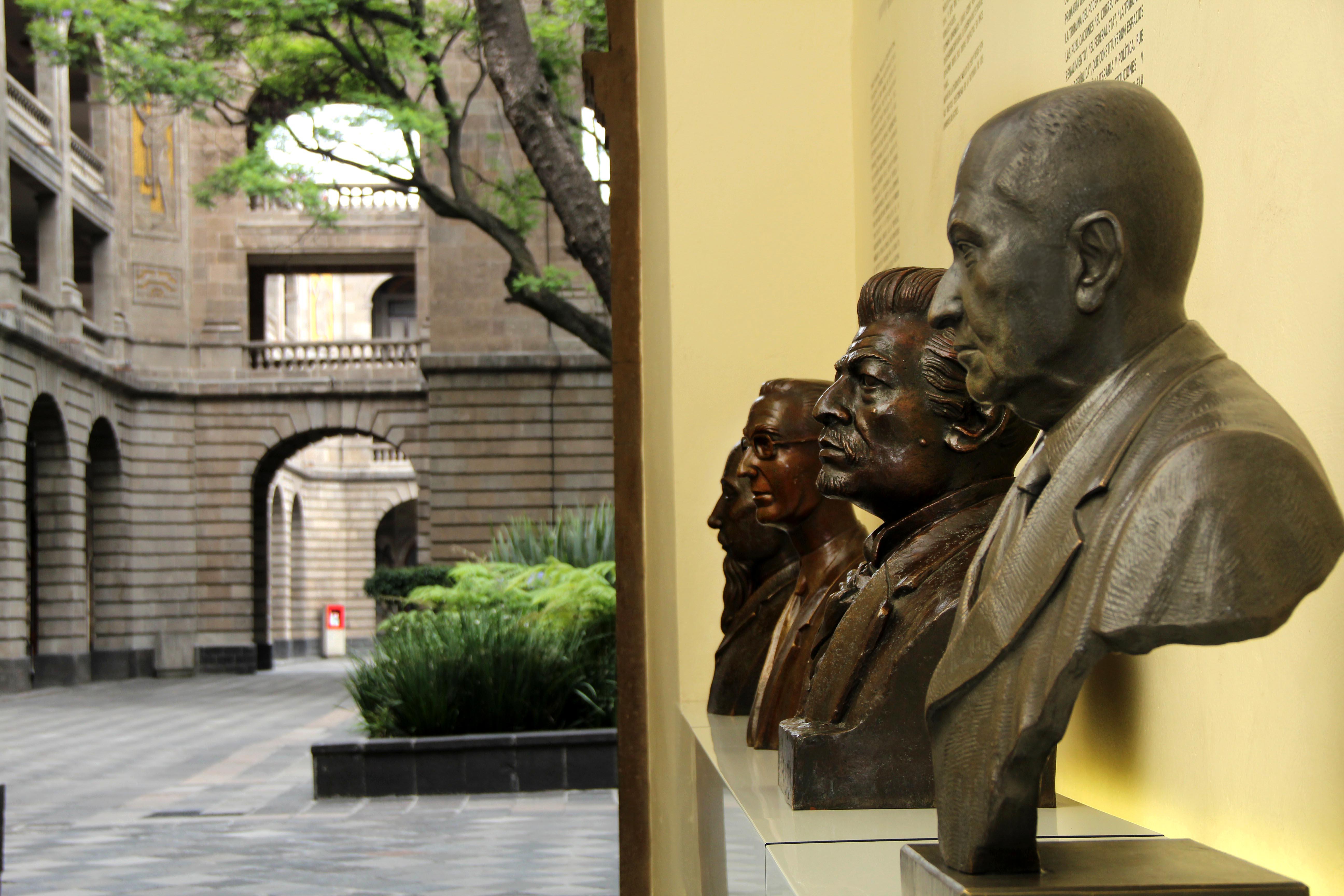 El actual Gobierno de Japón estudia la manera de reconstruir el sistema educativo nipón.