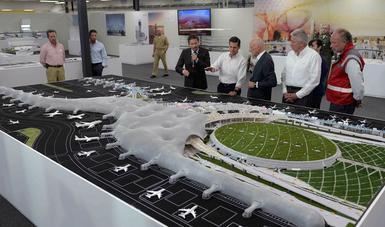 El presidente enrique pe a nieto supervis los avances en for Puerta 6 aeropuerto ciudad mexico