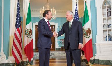 Saludo del Canciller Luis Videgaray con el Secretario de Estado de Estados Unidos, Rex Tillerson