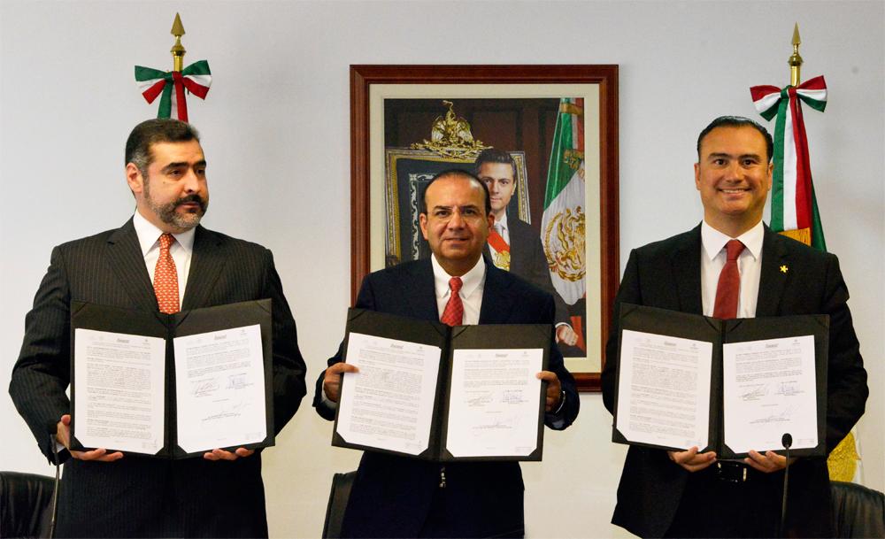 El Secretario del Trabajo y Previsión Social, Alfonso Navarrete Prida, atestiguó la Firma del Convenio de Concertación entre INFONACOT y la Confederación de Cámaras Industriales (CONCAMIN).
