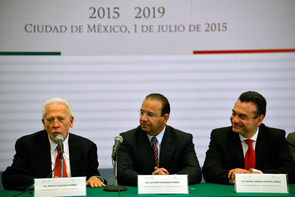 El Secretario del Trabajo y Previsión Social, Alfonso Navarrete Prida, acompañado del Presidente de la CONASAMI, Basilio González Nuñez y del Subsecretario de Trabajo, Rafael Avante Juárez.