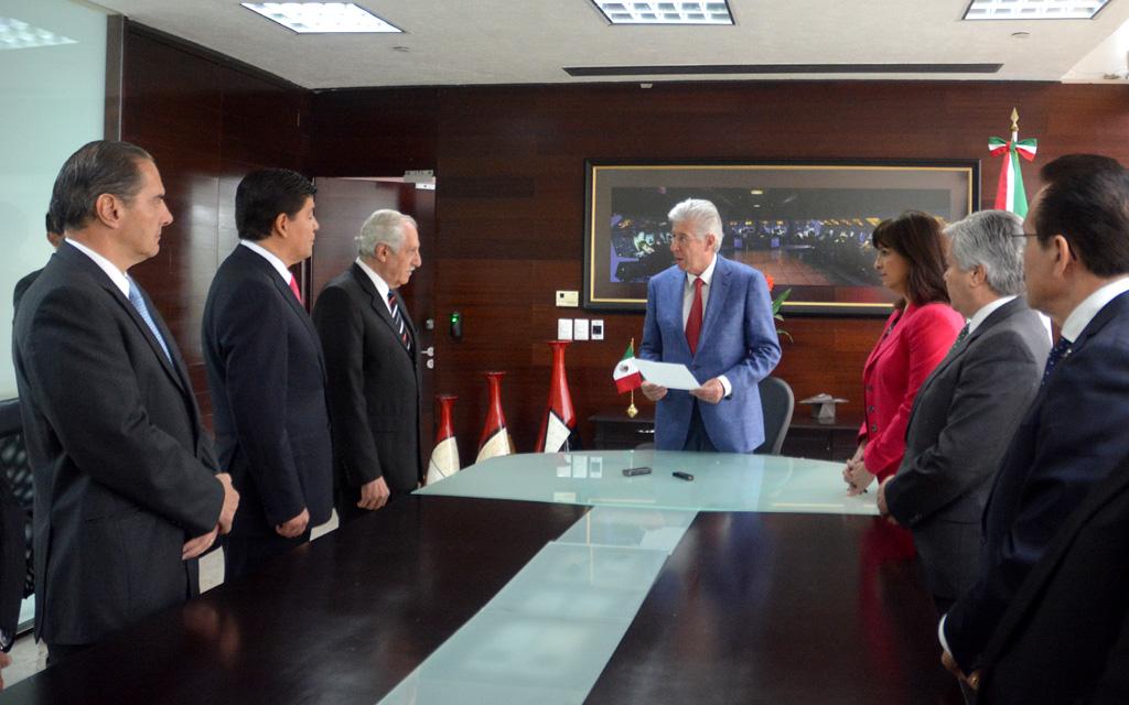 Toma protesta Gerardo Ruiz Esparza a Roberto Kobeh González como nuevo titular de SENEAM