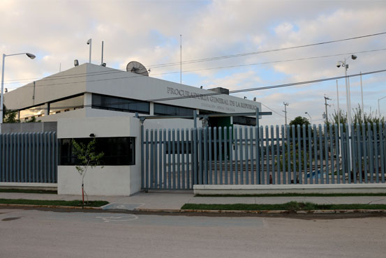 Comunicado dpe 2464 17 pgr vincula a proceso a un hombre for Villas universidad torreon