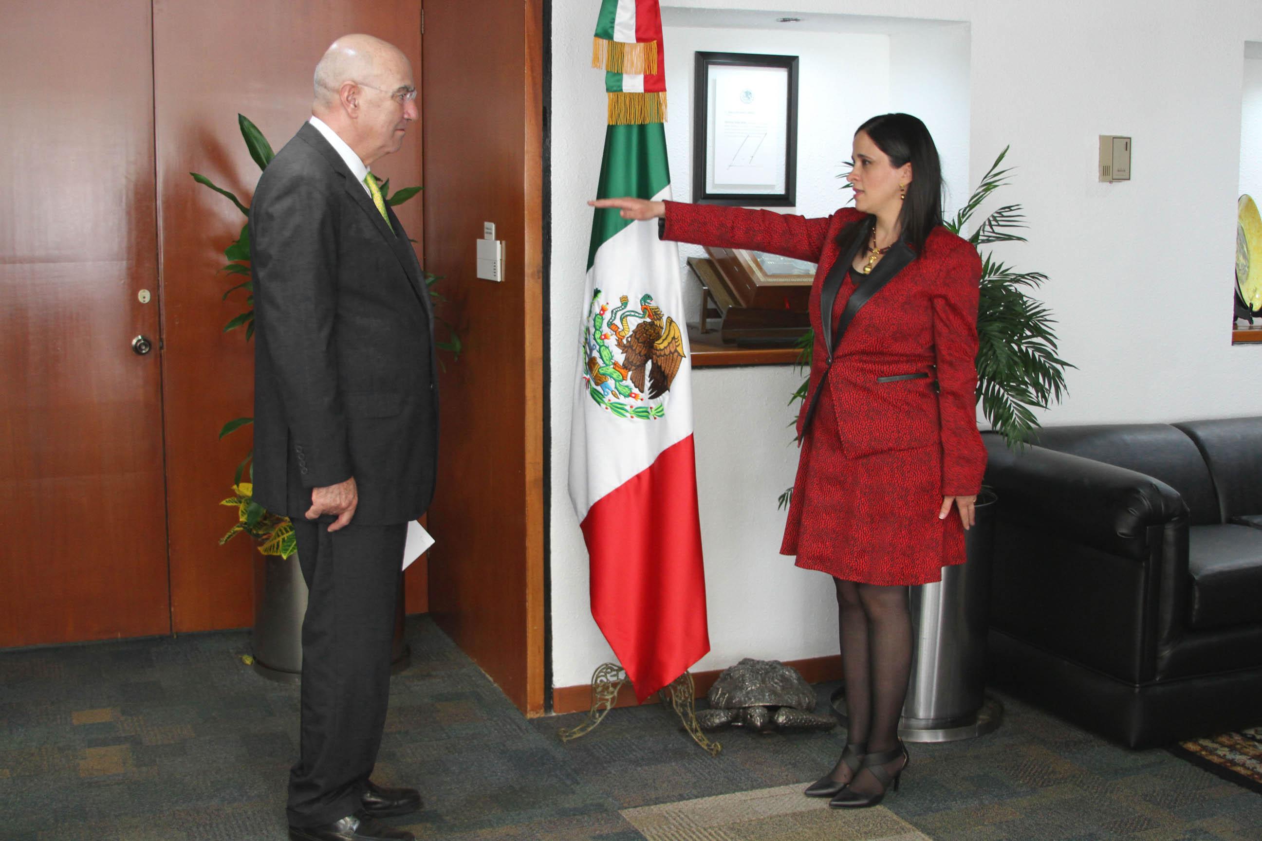 Guerra Abud tomó protesta a Mayela María de Lourdes Quiroga Tamez, como delegada de Nuevo León.