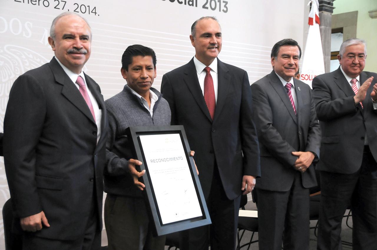El Encargado del Despacho, Julián Olivas Ugalde, participa en entrega del Premio Nacional de Contraloría Social 2013.