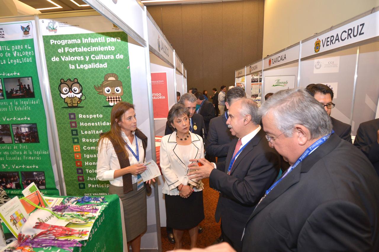 Se realizó la Feria de Experiencias de Contraloría Social, como parte de la agenda de la reunión nacional en la materia.