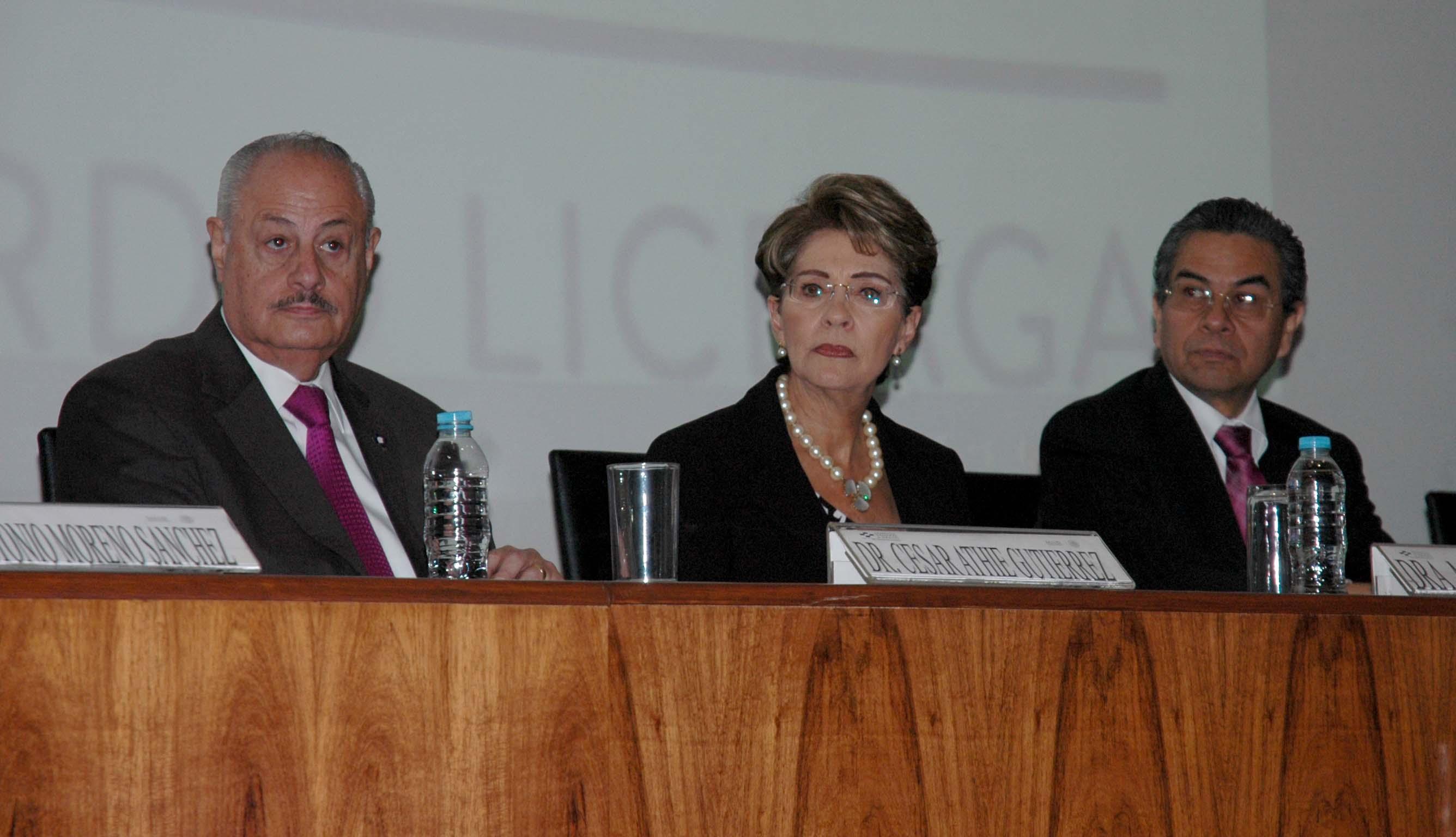 Encabezó la ceremonia de imposición del nombre del doctor Magín Puig Solanes, al Servicio de Oftalmología HGM